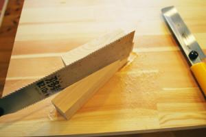 木材を切ります